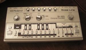 Hörtest: Welcher Roland TB-303 Klon ist der Beste?