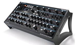 Hammer: Novation bringt mit Peak einen polyphonen Hybrid-Synth
