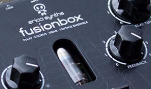 Klingt gut: Erica Synths Fusionbox kann analoge Delays, Flanger, Tube Distortion und mehr