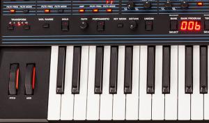 Dave Smith Instruments OB-6: Herausragender Synthesizer im Mega-Test