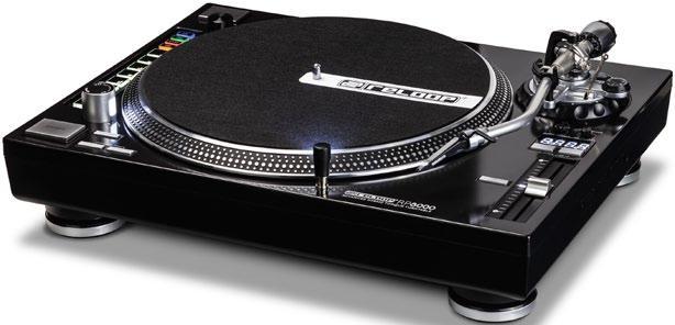 Das ist wirklich mal innovativ: Der Reloop RP8000 ist ein klassischer Vinylplayer mit zusätzlichen DVS-Steuerungen.