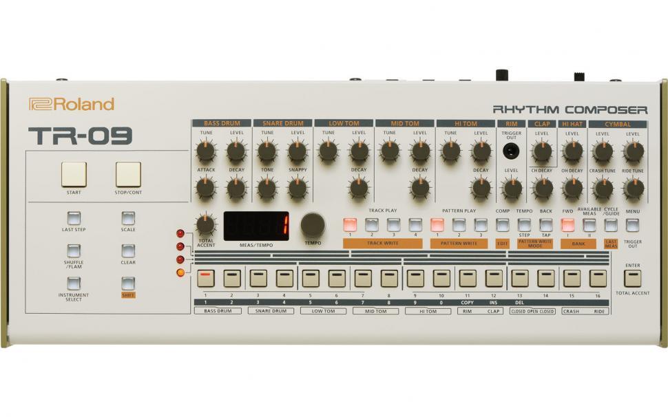 Roland TR-09: Roland hat dem alten 909-Konzept eine Frischzellenkur verpasst, um in die Zukunft durchzustarten.
