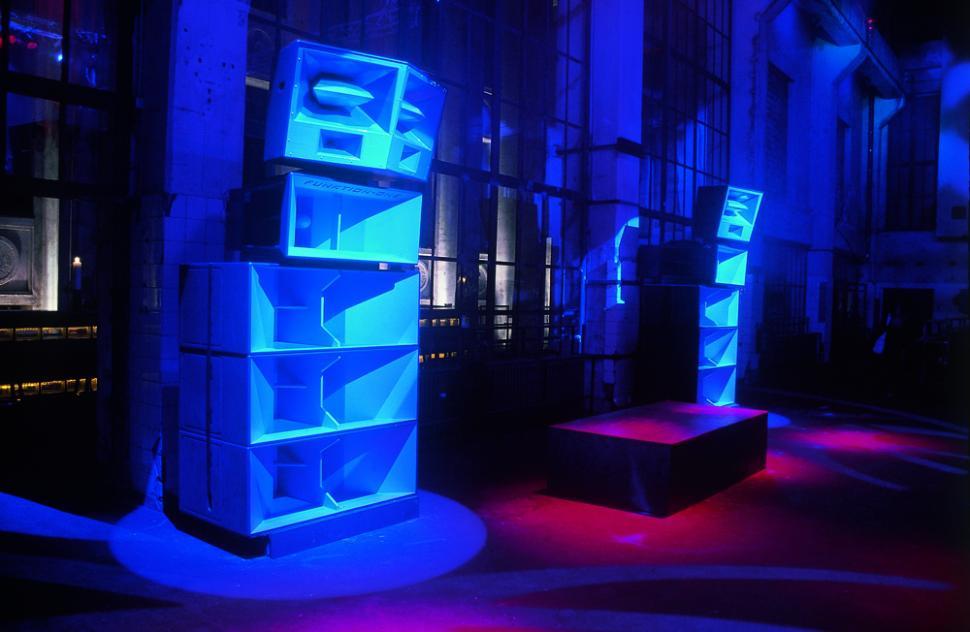 Die elektronische Musik erregt bis heute die Gemüter der Gesellschaft.