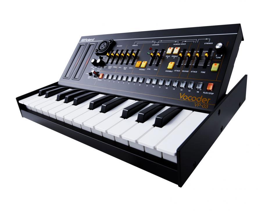 Der VP-03 bietet direkten Zugriff auf alle wichtigen Klangparameter und lädt zum Schrauben und Experimentieren ein. Der VP-03 ist außerdem kompatibel zu dem optionalen Keyboard K-25m.