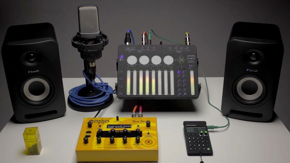 Einzigartig ist McMillens Kombination aus Audiointerface, digitalem speicherbarem Mixer mit DSP-Effekten und MIDI-Controller.