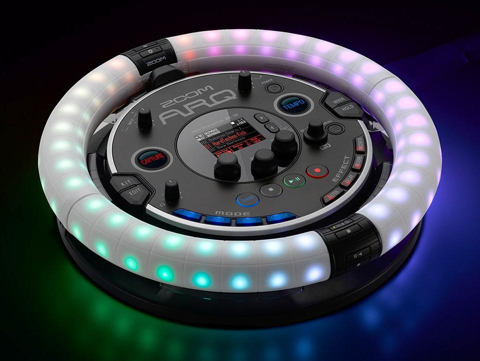 In jedem Fall ein Hingucker: Zooms neue Kombination aus Drumcomputer, Synth, Looper & MIDI-Controller begeistert mit seinem organischen Ansatz.