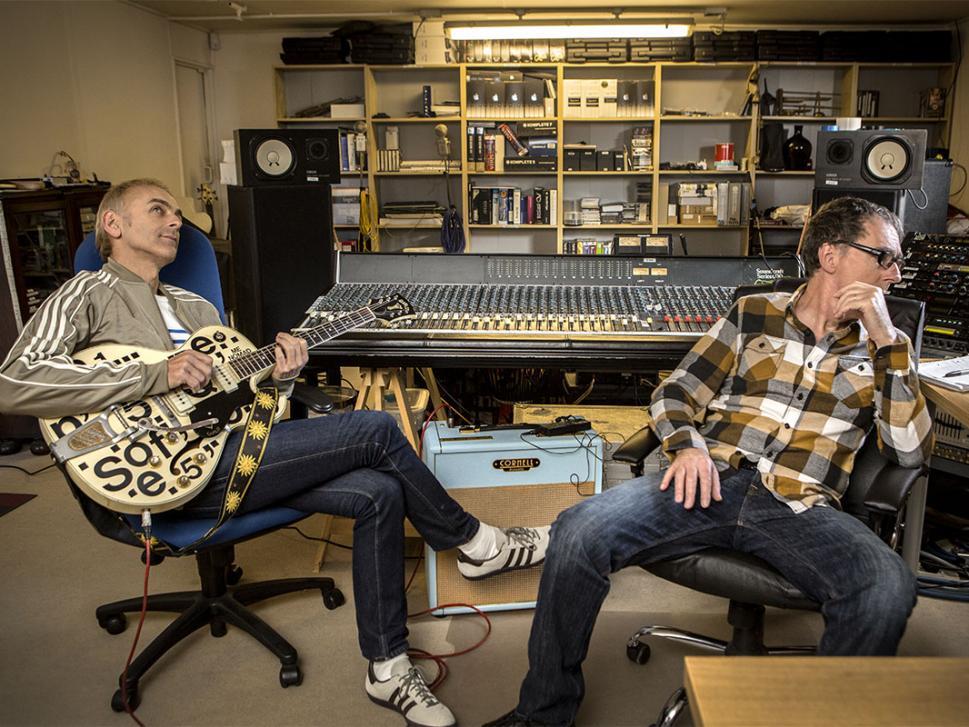 Für das neue Underworld-Album saßen Karl Hyde und Rick Smith zum allerersten Mal von Anfang an zusammen im Studio.