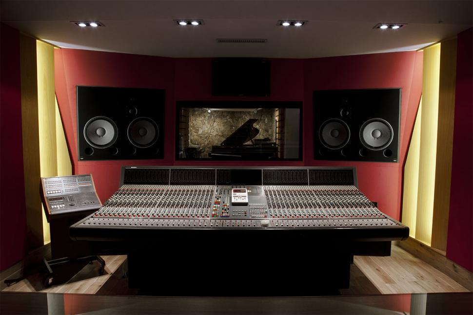 Das beeindruckende Neve VR 48 im Studio A des Question de Son.