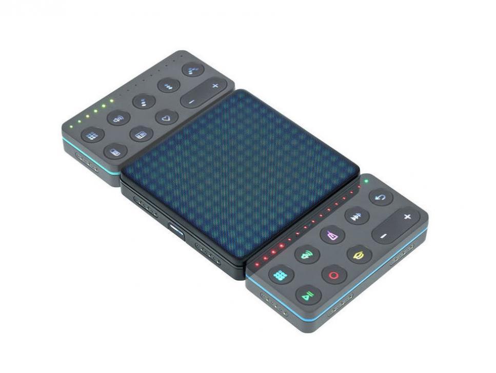 Die Blocks lassen sich ganz einfach aneinanderstecken, ein Magnet sorgt für den nötigen Zusammenhalt.