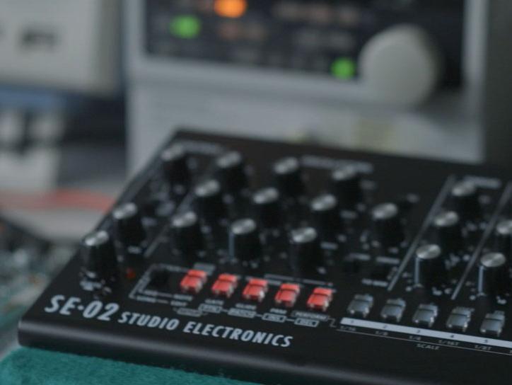 Roland SE-02 in Zusammenarbeit mit Studio Electronics