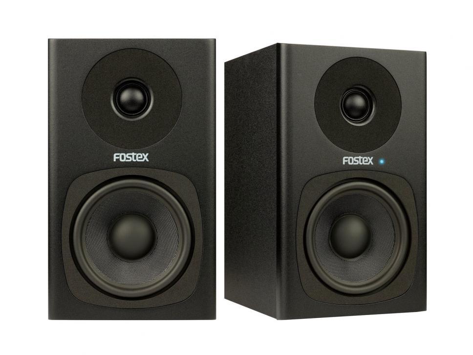 Die Monitorboxen bieten modernes Design und druckvollen Klang, aber nur eine spartanische Ausstattung.
