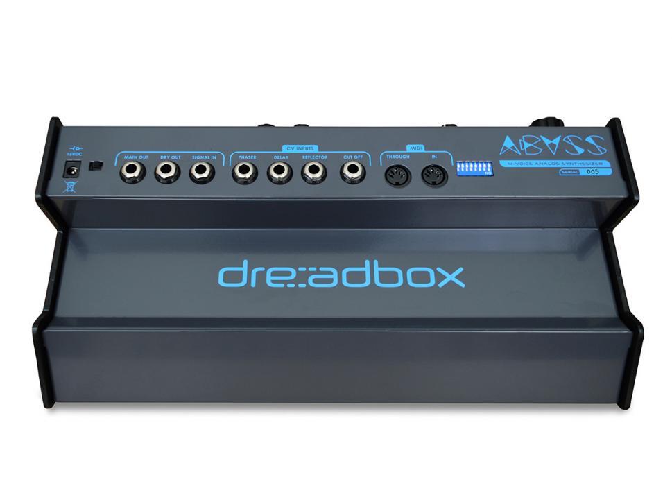 Die Ansteuerung erfolgt allein über MIDI, mit den CV-Eingängen modulieren Sie die eingebauten Effekte und die Filterfrequenz.