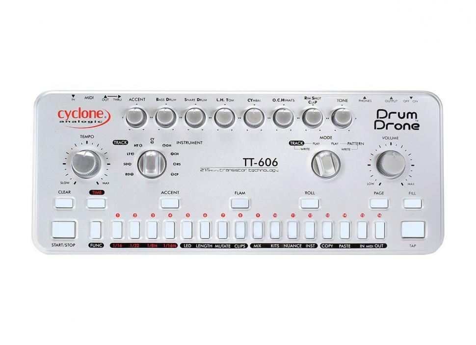 Cyclone TT-606Beide Drumcomputer sehen nahezu identisch aus, unterscheiden sich aber in Anzahl und Klang der analogen Sounds.
