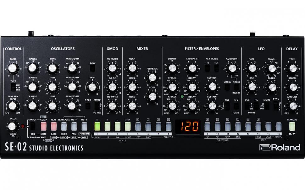 Der SE-02 bietet direkten Zugriff auf alle Klangparameter und lädt zum Schrauben und Experimentieren ein, wenn man mit den kleinen Reglern und geringen Abständen zurecht kommt.