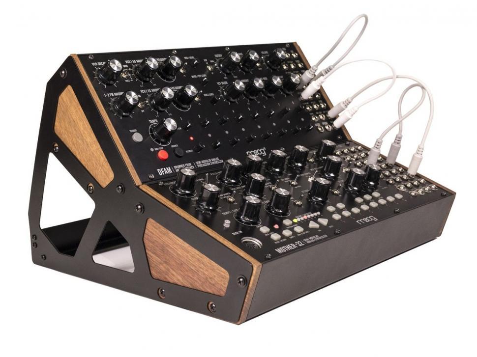 Wer über das nötige Kleingeld verfügt, kann sich mit Mother-32 und DFAM eine echte Moog-Groovebox zusammenbauen!