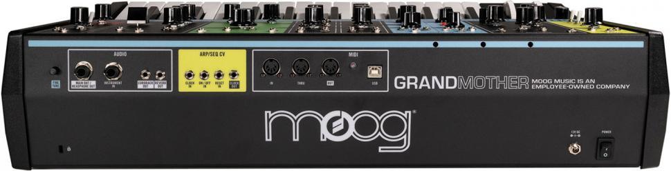 Der analoge Federhall kann über die Buchse auf der Rückseite auch getrennt von der Klangerzeugung als eigenständiges Effektgerät genutzt werden.