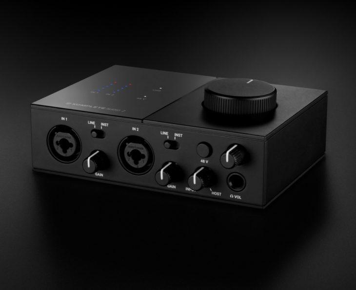 Der große Lautstärkeregler kann im Desktop-Studio den Monitorcontroller ersetzen.