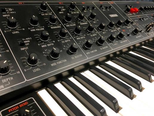 Vintage-Synths im Abbey Road Institute Frankfurt bestaunen und spielen