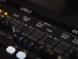 Teaser-Videos vom Behringer-Synthesizer online