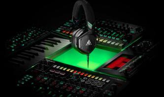 Roland ergänzt Aira-Serie um M100 Kopfhörer