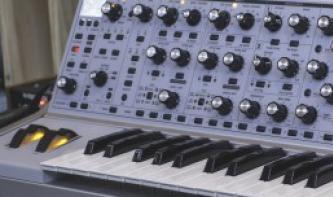 Limitiert und wuchtig: Moog Subsequent 37 CV Synthesizer vorgestellt